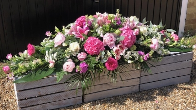 Country cottage casket spray